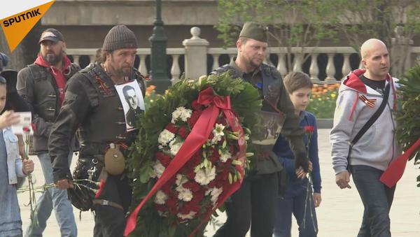 """Los """"Lobos de la noche"""" homenajean a los héroes rusos en las calles de Moscú - Sputnik Mundo"""
