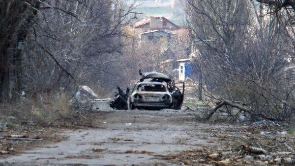 Сoche de periodistas en la región de Donetsk - Sputnik Mundo