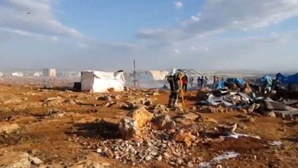 Campamento de refugiados en Idlib tras sufrir un ataque aéreo - Sputnik Mundo