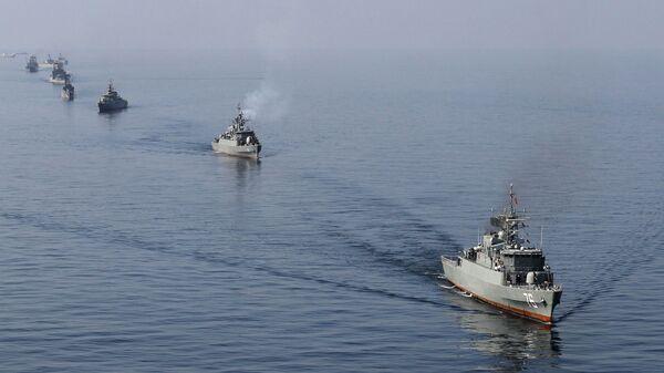 Ejercicios de buques de guerra iraníes en el estrecho de Ormuz (archivo) - Sputnik Mundo