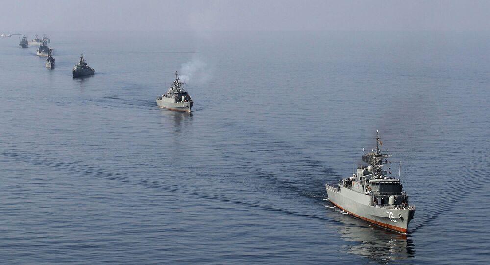 Unos buques iraníes en el estrecho de Ormuz (archivo)