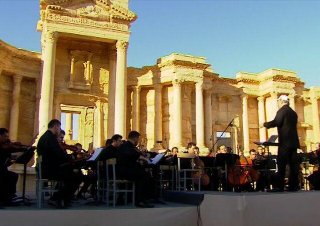 Una oración por Palmira: orquesta rusa lleva música a la ciudad liberada