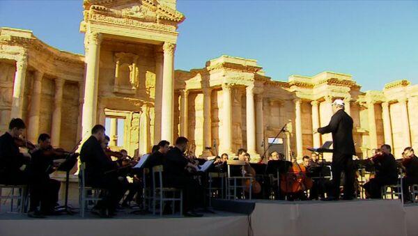 Una oración por Palmira: orquesta rusa lleva música a la ciudad liberada - Sputnik Mundo
