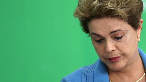 Dilma Rousseff reacciona durante una conferencia de prensa en Brasilia - Sputnik Mundo