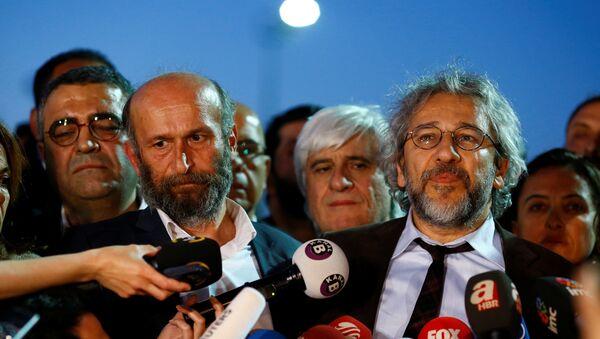 Erdem Gul y Can Dundar, periodistas turcos - Sputnik Mundo