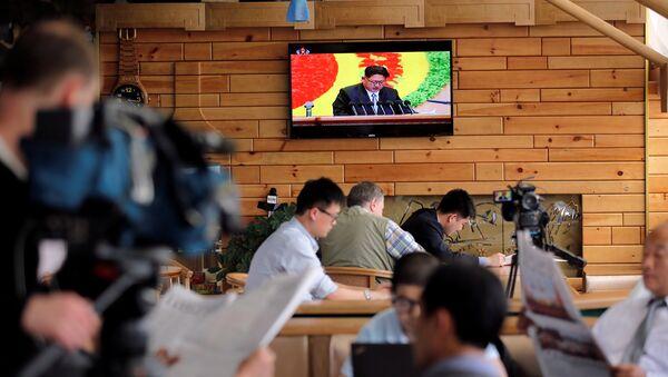 Periodistas extranjeros durante la transmisión en directo del séptimo congreso del Partido de los Trabajadores de Corea - Sputnik Mundo