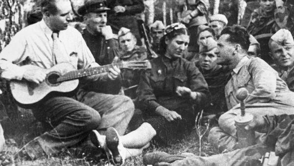 Soldados cantan una canción - Sputnik Mundo