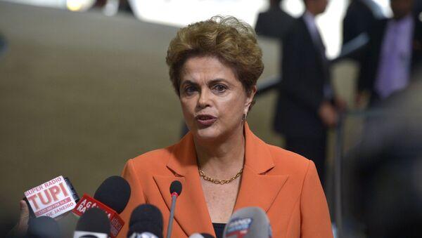 Presidenta Dilma Rousseff fala à imprensa após o lançamento do Plano Agrícola e Pecuário 2016/2017 - Sputnik Mundo