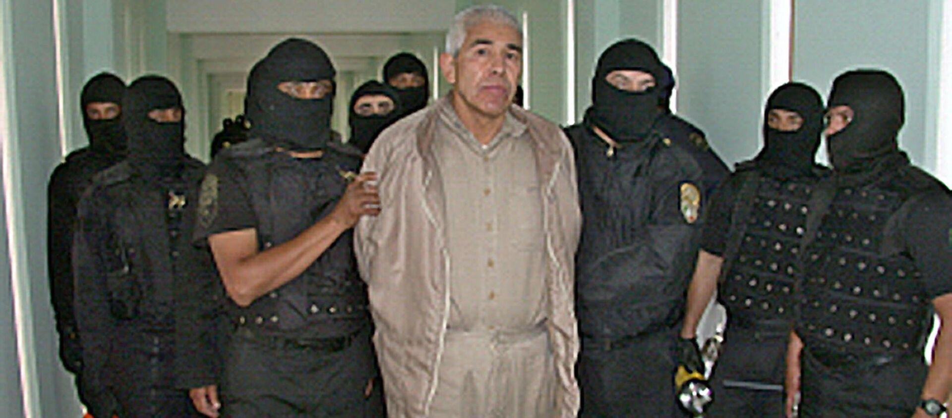 Miembros de la Policia Federal Preventiva (PFP) custodian al narcotraficante Rafael Caro Quintero - Sputnik Mundo, 1920, 04.12.2020