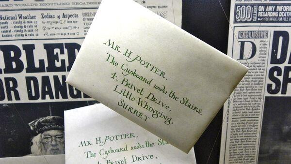 Cartas de invitación al Colegio Hogwarts de Magia y Hechicería - Sputnik Mundo