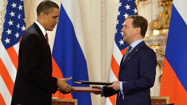 Barack Obama y Dmitri Medvédev firman el Tratado START, 8 de noviembre de 2010 - Sputnik Mundo