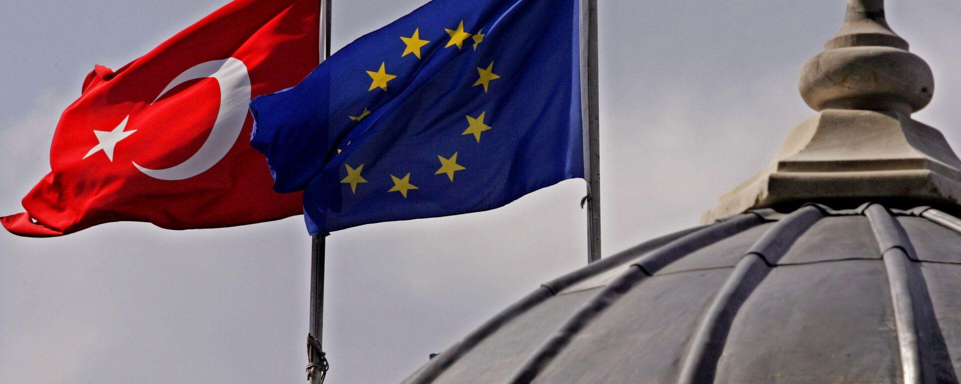 Banderas de la UE y Turquía en Estambul - Sputnik Mundo, 1920, 09.05.2021