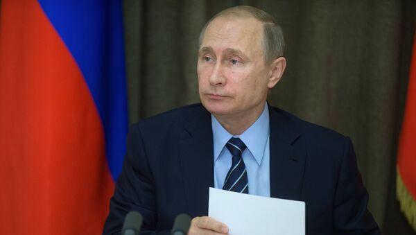 Presidente de Rusia, Vladímir Putin, durante la reunión dedicada al desarrollo de la industria militar rusa - Sputnik Mundo