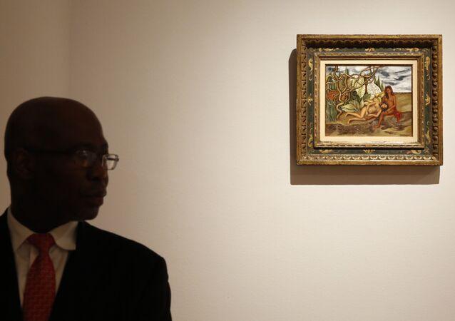 El cuadro Dos desnudos en el bosque (La tierra misma) en la casa de subastas Christie's de Nueva York