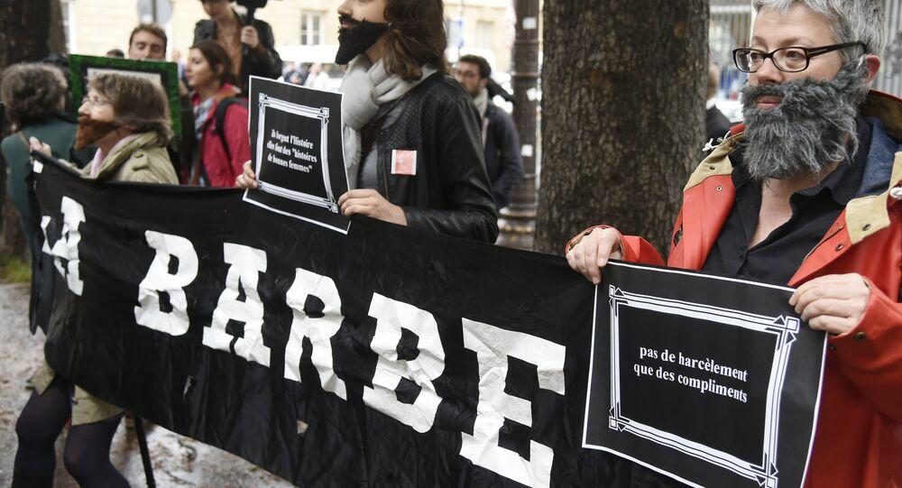 Protesta contra el acoso sexual de mujeres en París