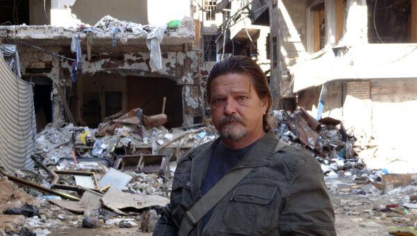 Miguel Fernández, en el campamento de refugiados palestinos - Sputnik Mundo