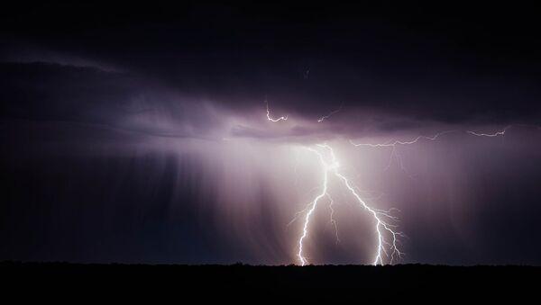 Un rayo (imagen referencial) - Sputnik Mundo