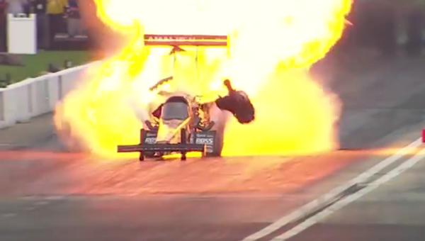 Se registra una de las mayores explosiones en la historia de las 'drag racing' - Sputnik Mundo