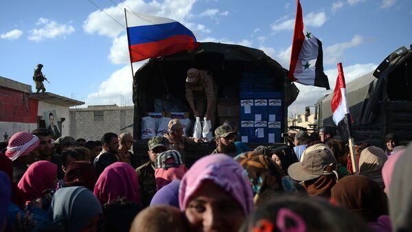 Centro ruso en Siria suministra 1.500 toneladas de ayuda humanitaria a Latakia - Sputnik Mundo