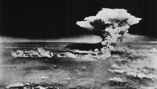 Una nube atómica sobre la ciudad de Hiroshima - Sputnik Mundo