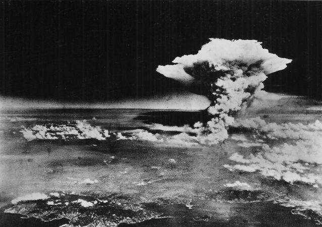 Una nube atómica cubre la ciudad de Hiroshima tras la bomba de 1945