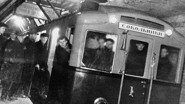 Primer tren del Metro de Moscú - Sputnik Mundo