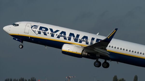 An 737 Boeing plane of the Ryanair company takes off, on October 11, 2014 at the Lille-Lesquin airport, northern France. - Sputnik Mundo