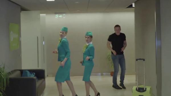 S7 Airlines se suma al reto de danza  #RunningManChallenge - Sputnik Mundo