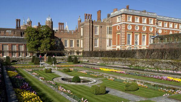 Uno de los jardines del Hampton Court - Sputnik Mundo