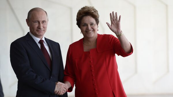 Vladímir Putin, el presidente de Rusia y la ex presidente de Brasil, Dilma Rousseff - Sputnik Mundo