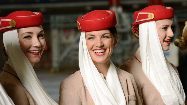 Auxiliares de vuelo de Emirates Airlines - Sputnik Mundo