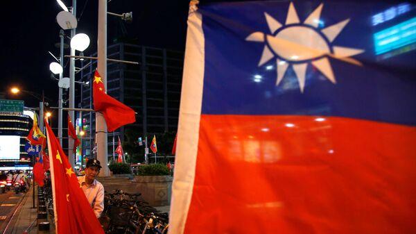 Banderas de Taiwán y China - Sputnik Mundo