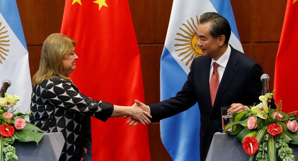 Ministra de Exteriores de Argentina, Susana Malcorra, y canciller de China, Wang Yi (archivo)