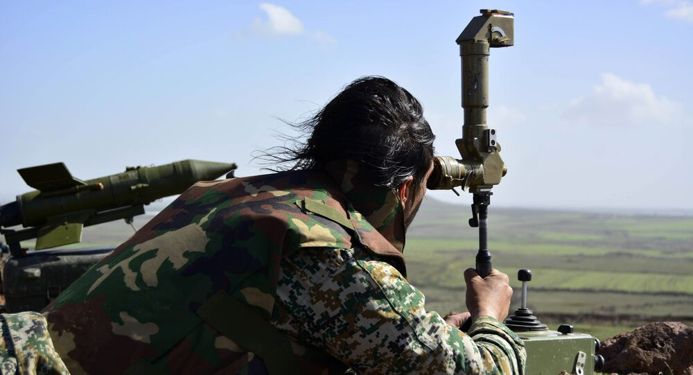 Militar del Ejército sirio cerca de la ciudad de Deraa, en el sur de Siria