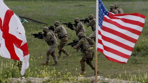 Soldados de Georgia y EEUU durante ejercicios conjuntos en el polígono de Vazisubani - Sputnik Mundo