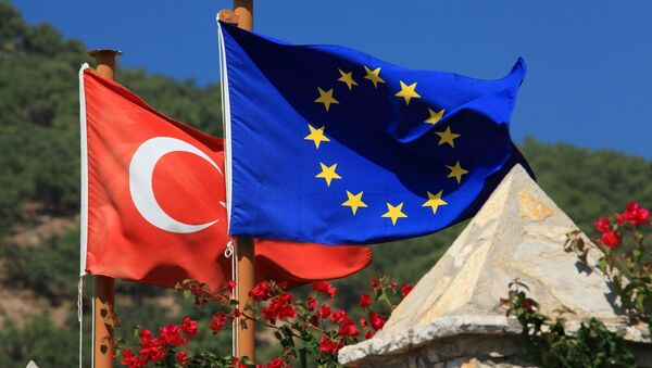 Turkish and EU flags - Sputnik Mundo