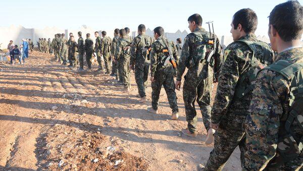 Los soldados del Ejército sirio en las afueras de al Raqa (Archivo) - Sputnik Mundo