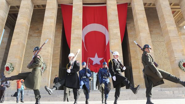 Soldados en el Mausoleo de Mustafá Kemal Atatürk, fundador de la República de Turquía - Sputnik Mundo
