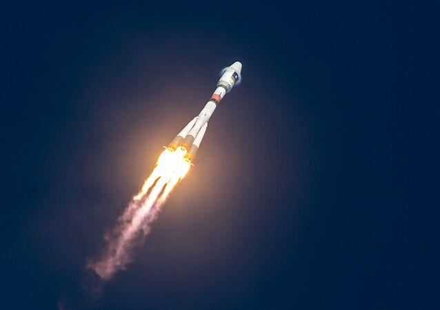 Lanzamiento de un cohete Soyuz con los satélites Galileo desde la base espacial de Kourou, en la Guayana Francesa