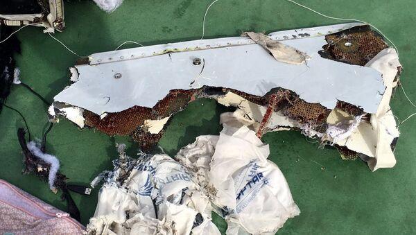 Restos del avión de EgyptAir siniestrado en el Mediterráneo - Sputnik Mundo