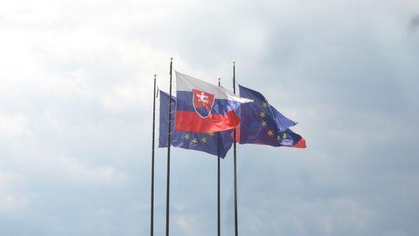 Banderas de Eslovaquia y la UE - Sputnik Mundo