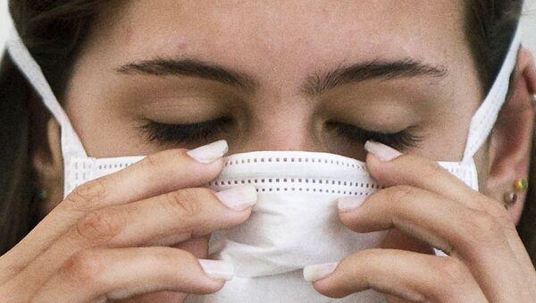 Una mujer brasileña antes del examen para detectar la influenza H1N1 - Sputnik Mundo