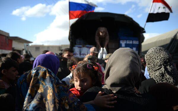 Entrega de ayuda humanitaria en Kaukab - Sputnik Mundo
