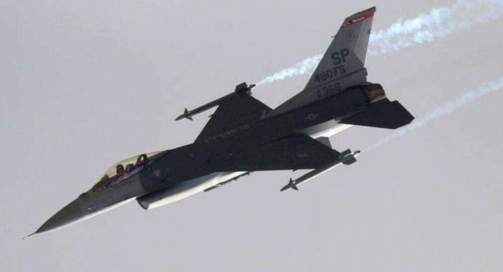 Avión F-16 turco (archivo)