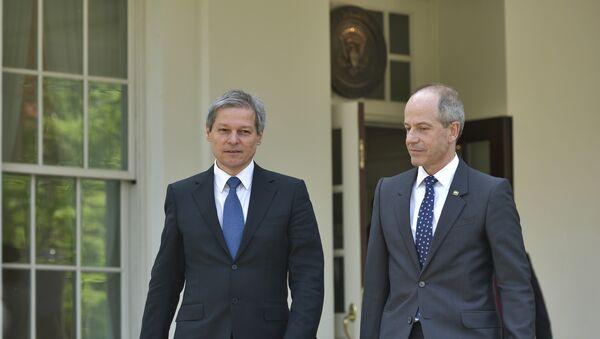 Romania's Prime Minister Dacian Ciolos and US Vice President Joe Biden - Sputnik Mundo