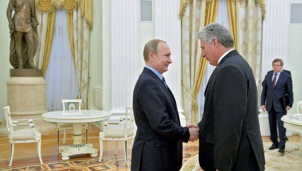 Presidente ruso, Vladímir Putin, y el líder cubano, Miguel Díaz-Canel (archivo) - Sputnik Mundo