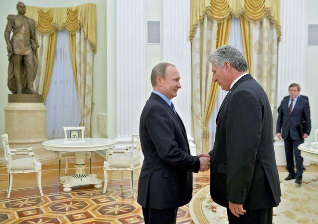 Presidente ruso, Vladímir Putin, y primer vicepresidente de los Consejos de Estado y de Ministros de Cuba, Miguel Díaz-Canel