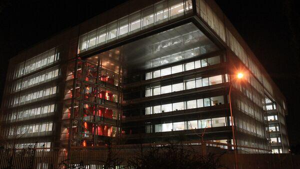 Vista nocturna de la sede del Banco Popular, en Madrid - Sputnik Mundo