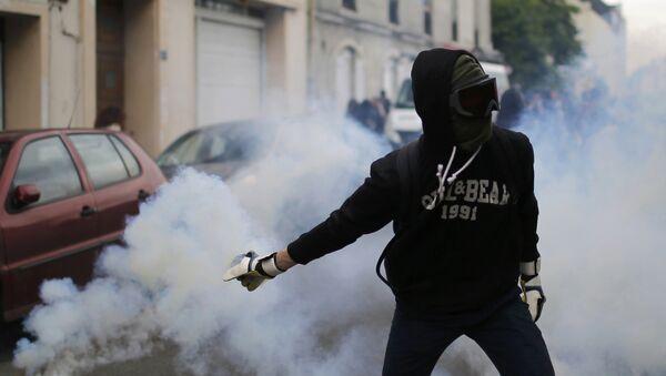 Un manifestante francés - Sputnik Mundo