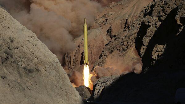 Irán lanza un misil balístico - Sputnik Mundo